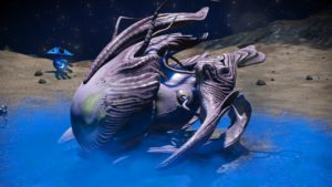This living ship is dusty purple. It has a fin and a short, rounded faceplate. Its upper wings jut out like claws. Its lower wings are curved.
